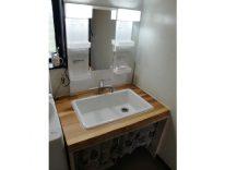 無垢の杉板を使った洗面化粧台 I様邸